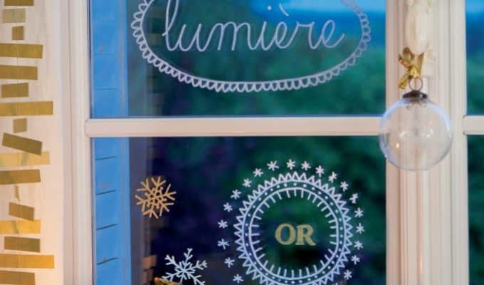 Decorate shop windows and mirrors easily with the Uni Chalk marker